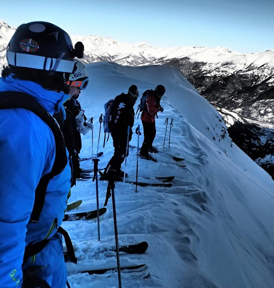 Arguing over who gets the first line – ski fast and leave narrow tracks!