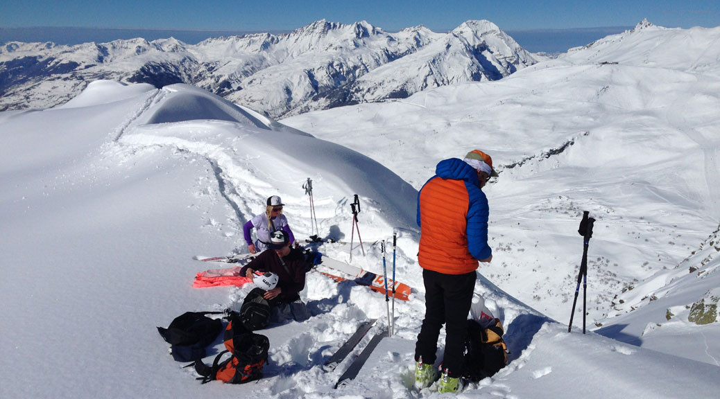 skiers ready to ski couloir