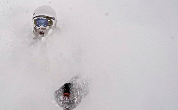 powder skiing in japan