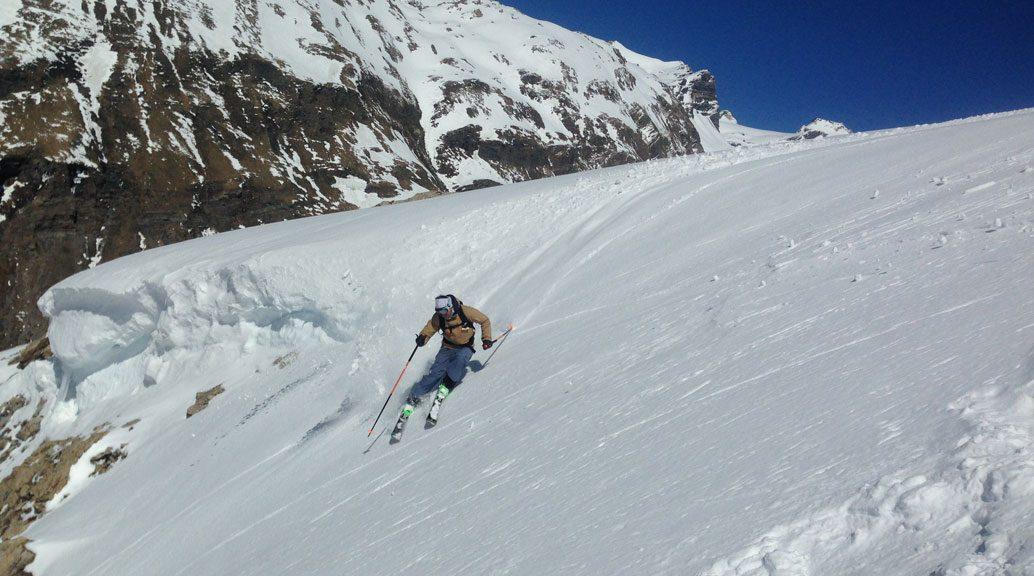 skier carving turn
